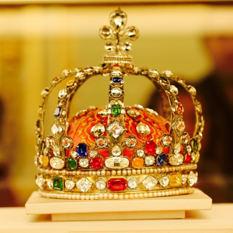 Crown of Louis XV – Augustin Duflos, 282 diamonds, 64 colored stones and 237 pearls, H24cm Diameter 22cm, 1722.